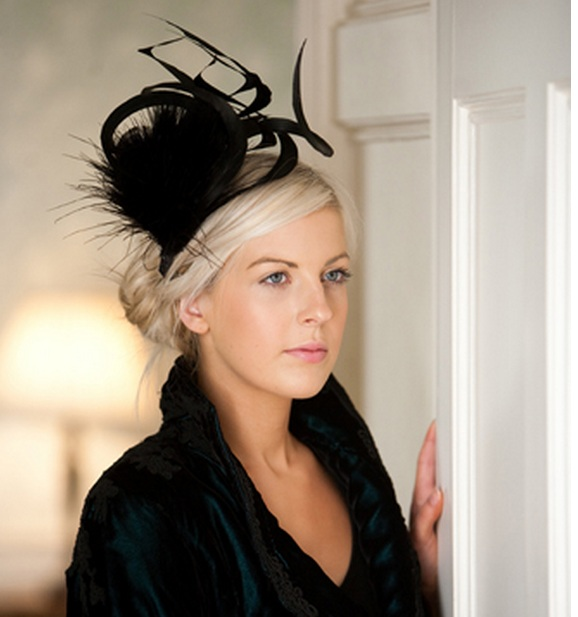 "<span class=""photo-caption\"">Black Swirl fascinator from Hedderwicks of London</span>"