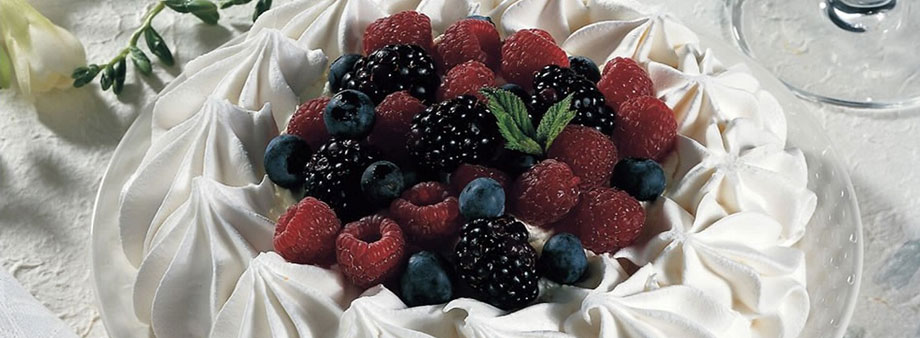 Lees luxury meringue with fresh fruit topping